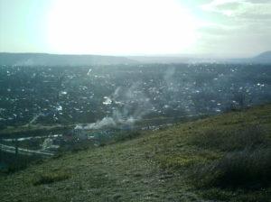 Вид на дым костров с горы Горячая