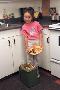 Соберите пищевые отходы в ведро