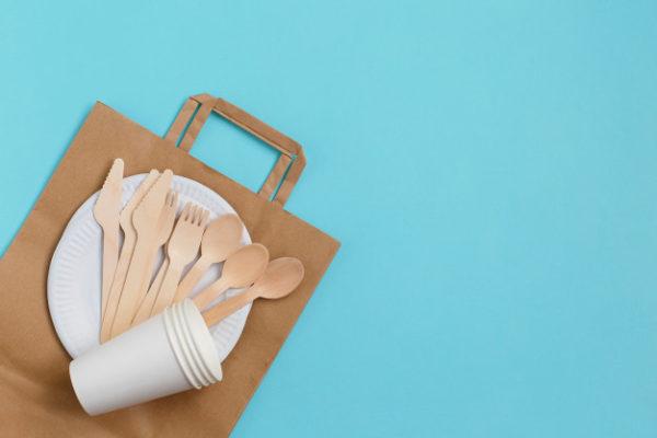 Экологичная бумажная одноразовая посуда и деревянные столовые приборы