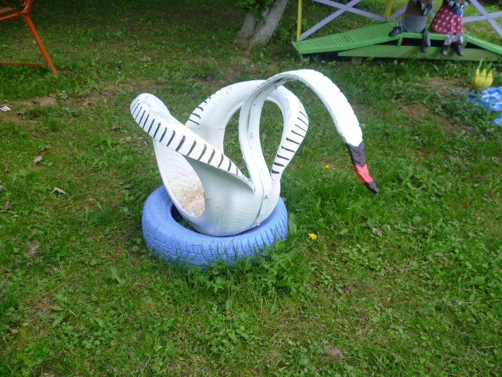 Лебедь из старой шины