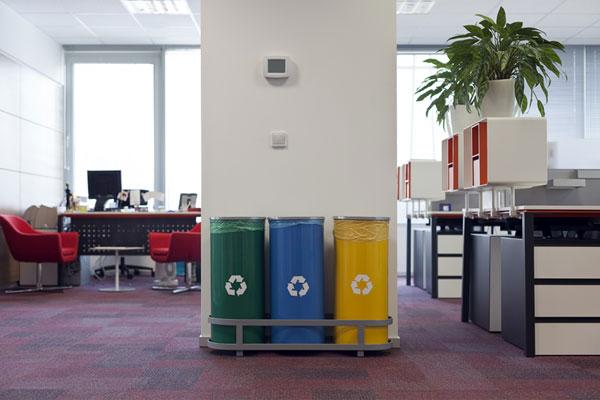 Раздельный сбор отходов в офисе
