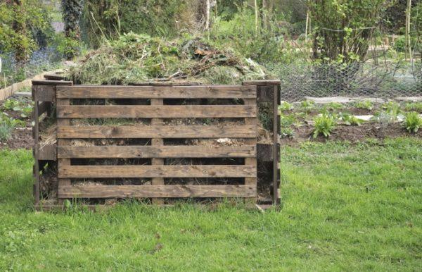 Ящик для компоста из деревянных поддонов