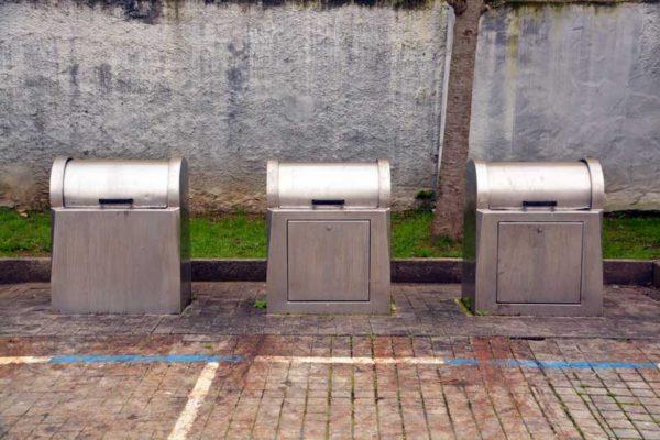 Верхние урны системы подземного накопления отходов
