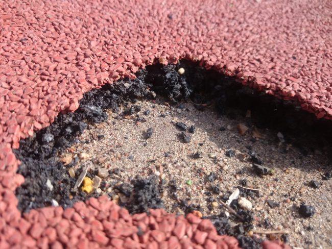 Разрушения тонкого резинового покрытия