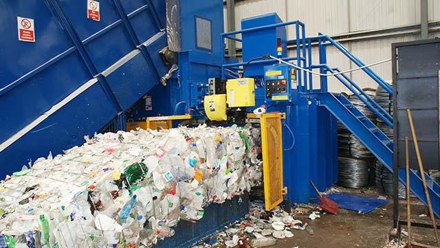 Пакетирование пластиковых бутылок