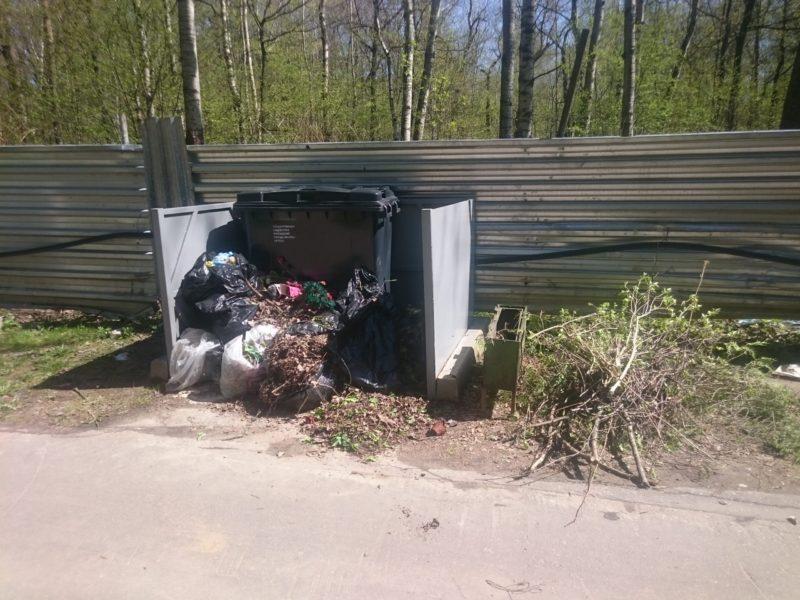 Полщадка для сбора мусора на Долгопрудненском кладбище